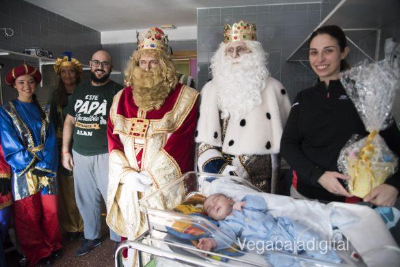 Los Reyes Magos visitan a los niños en el Hospital 40