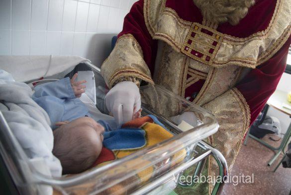 Los Reyes Magos visitan a los niños en el Hospital 41