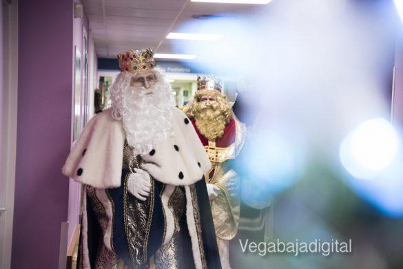 Los Reyes Magos visitan a los niños en el Hospital 42