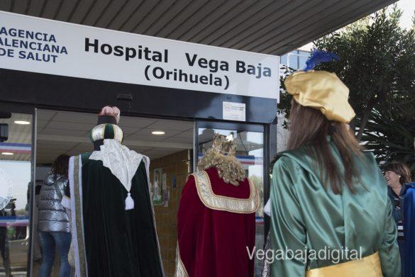 Los Reyes Magos visitan a los niños en el Hospital 9