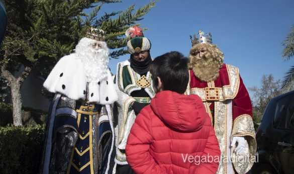 Los Reyes Magos visitan a los niños en el Hospital 44