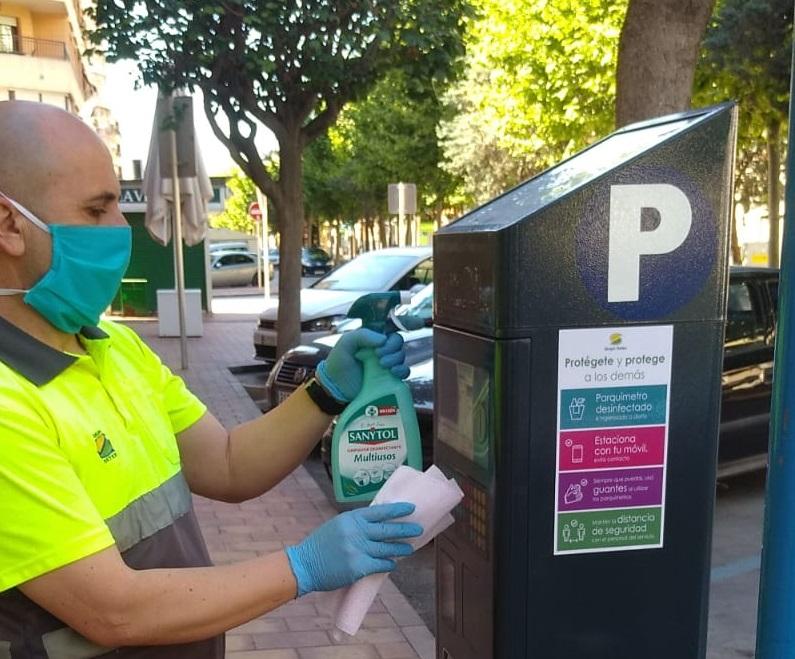 Orihuela adopta medidas higiénico-sanitarias para el uso de los parquímetros de la ORA 6
