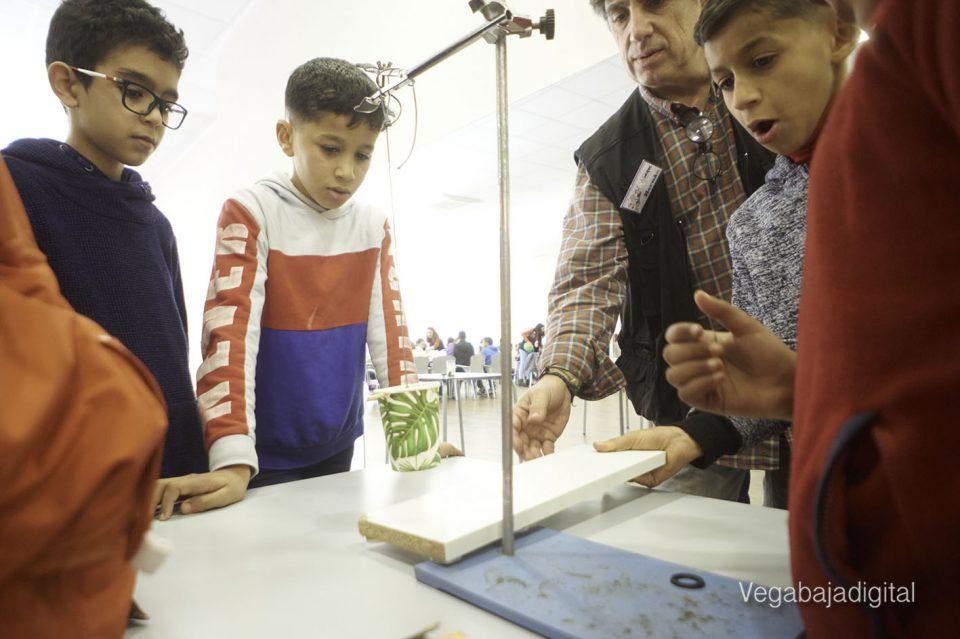 Los niños y niñas de Granja aprenden y se divierten con el MUDIC 6