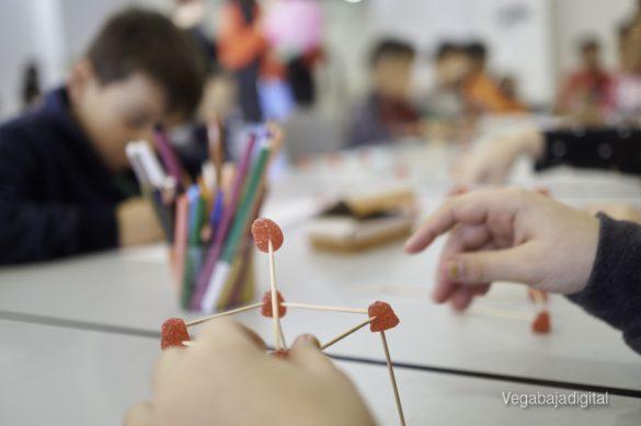 Los niños y niñas de Granja aprenden y se divierten con el MUDIC 27