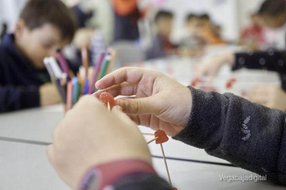 Los niños y niñas de Granja aprenden y se divierten con el MUDIC 28