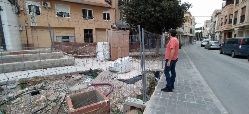Dos años paralizadas las obras de la plaza de la calle Convento de Callosa 6