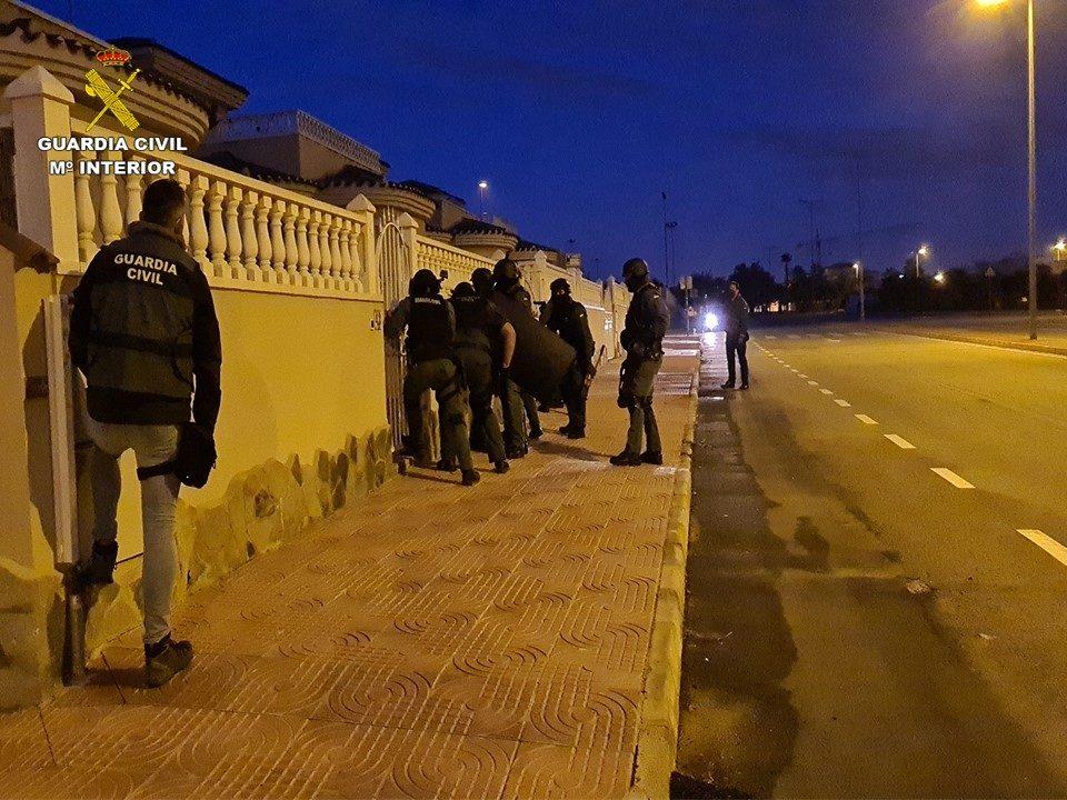 Desarticulada una banda de Europa Central traficante de drogas instalada en la Vega Baja 6