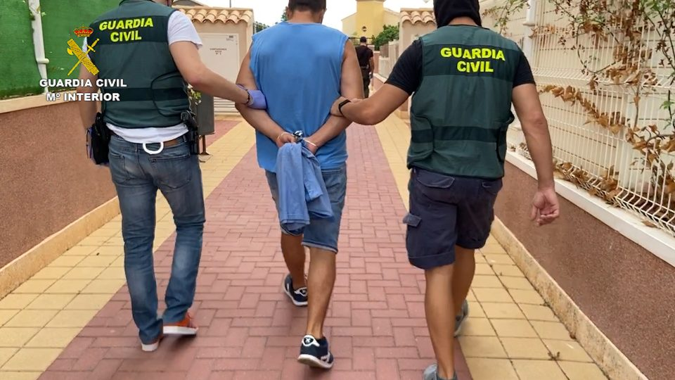 La Guardia Civil desarticula un grupo de butroneros asentado en la Vega Baja 6