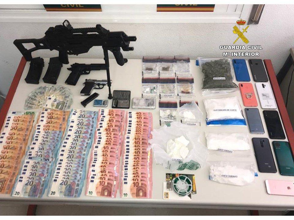 La Guardia Civil desarticula puntos de venta de drogas en Orihuela Costa y Pilar de la Horadada 6