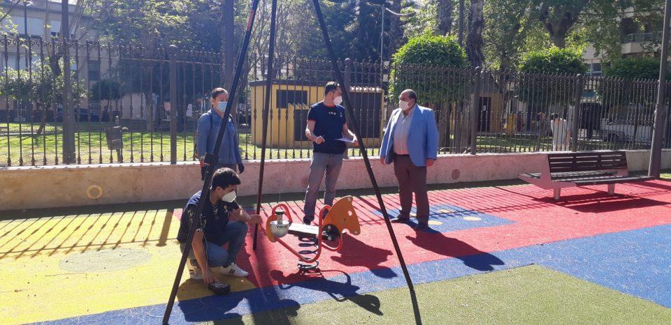 Orihuela inspecciona el estado de los parques infantiles antes de su reapertura 6