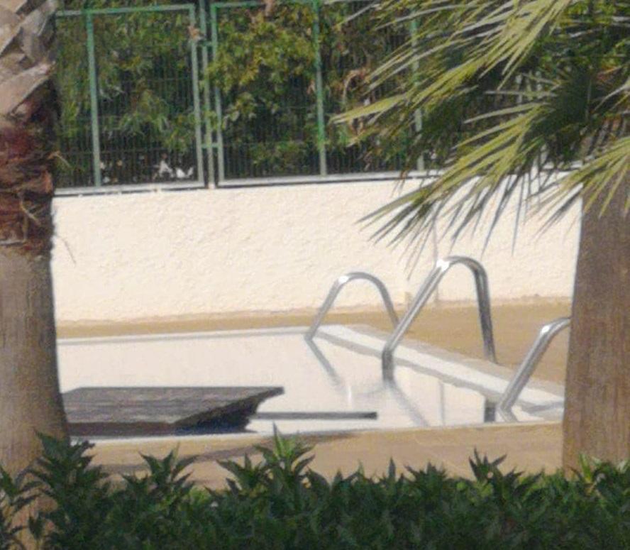 Actos vandálicos en el polideportivo y piscina de Dolores 6