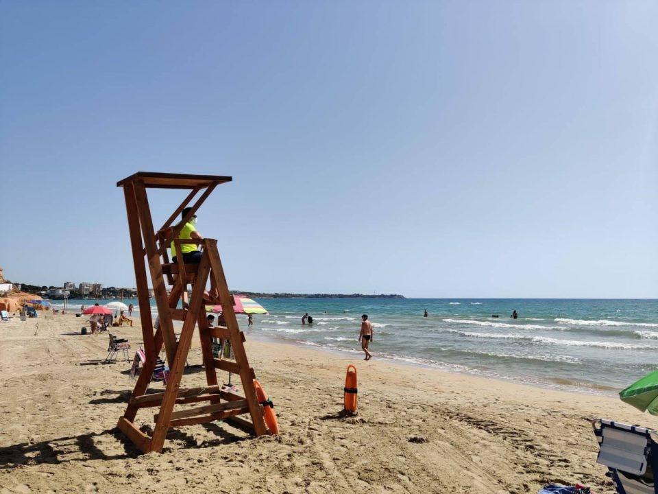 Orihuela cierra el verano sin ningún bañista ahogado en sus playas 6
