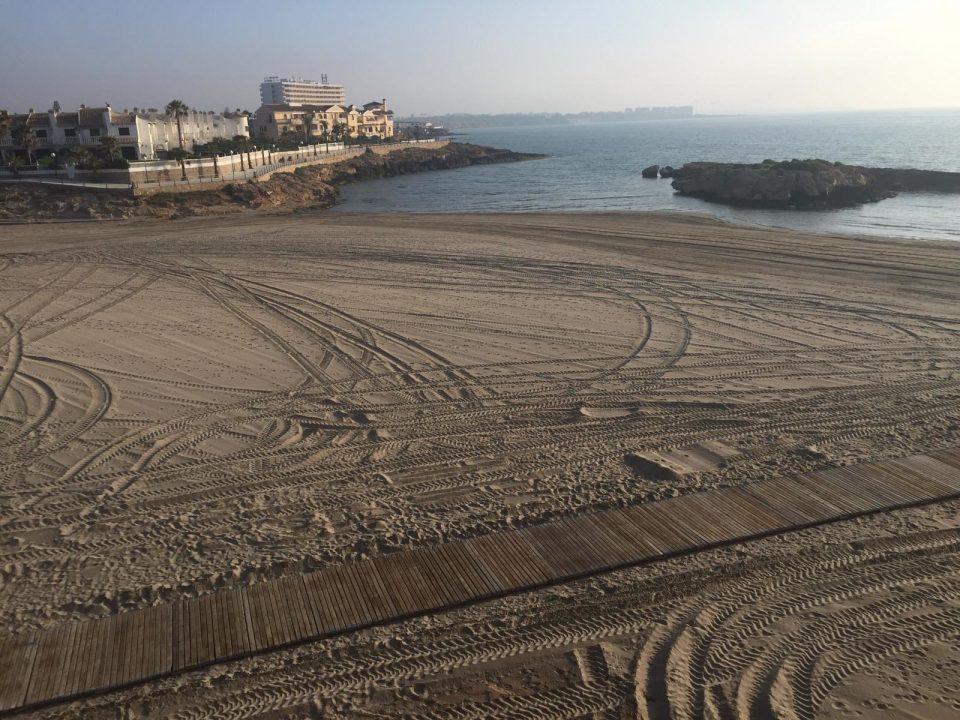 Orihuela solicita la exención del pago del canon por el uso de los espacios de las playas 6