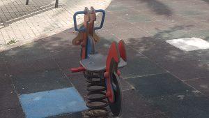 El PSOE de Orihuela exige reforzar la limpieza y reparación de los parques infantiles 10