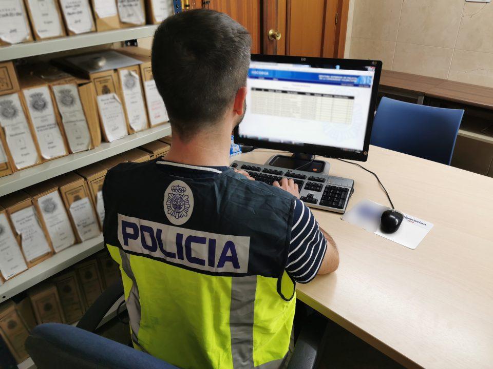 La Policía Nacional detiene a un fugitivo en Orihuela reclamado por las autoridades inglesas 6