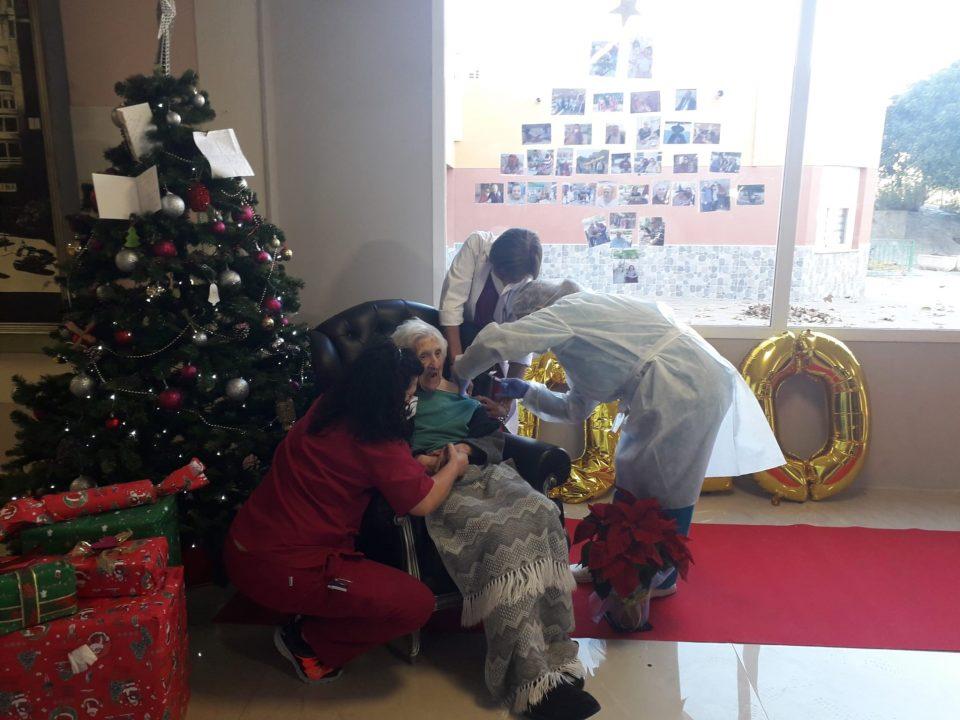 Ana Mira de 102 años, primera vacunada contra la COVID19 en la Vega Baja 6