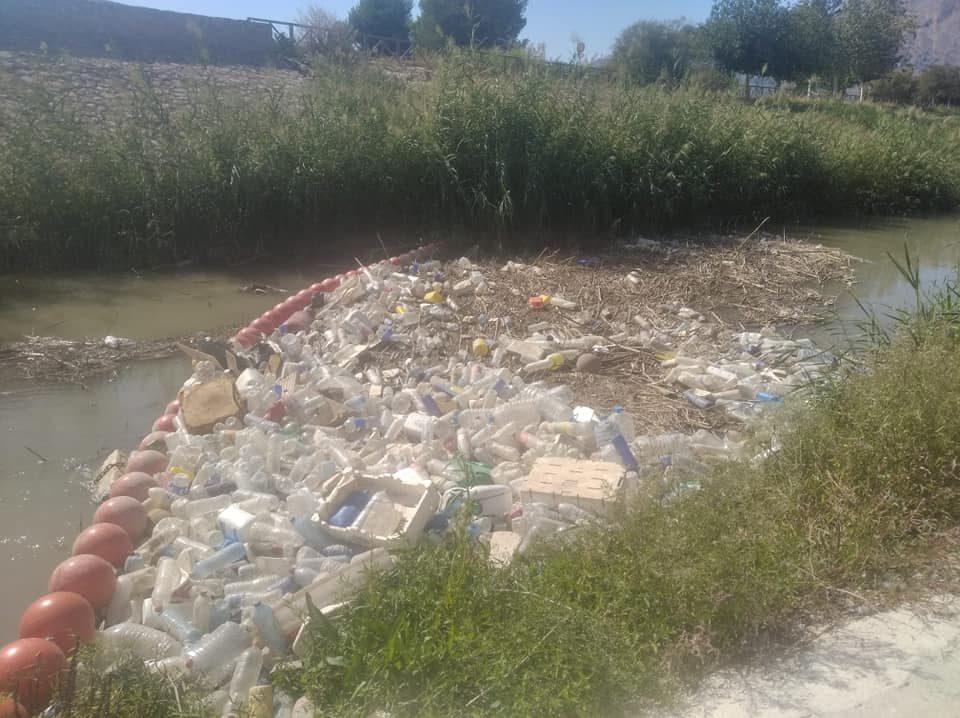 Medio Ambiente Orihuela retira casi 36 toneladas de plásticos del río en el último año 6