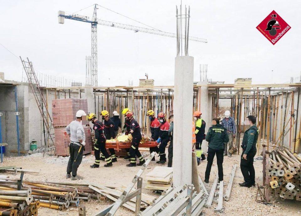 Un obrero cae de varias alturas hasta el sótano de un edificio en obras 6