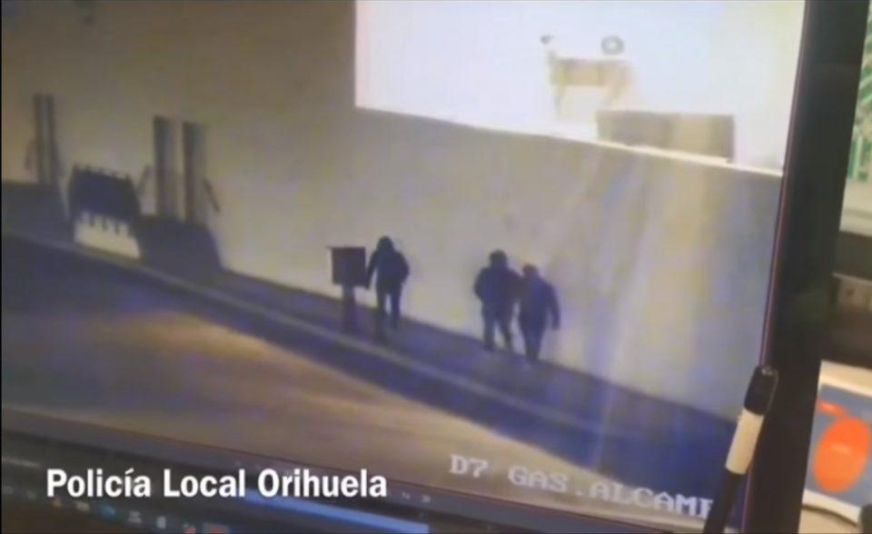 Dos ladrones logran escapar de la Policía mientras intentaban robar en un supermercado 6