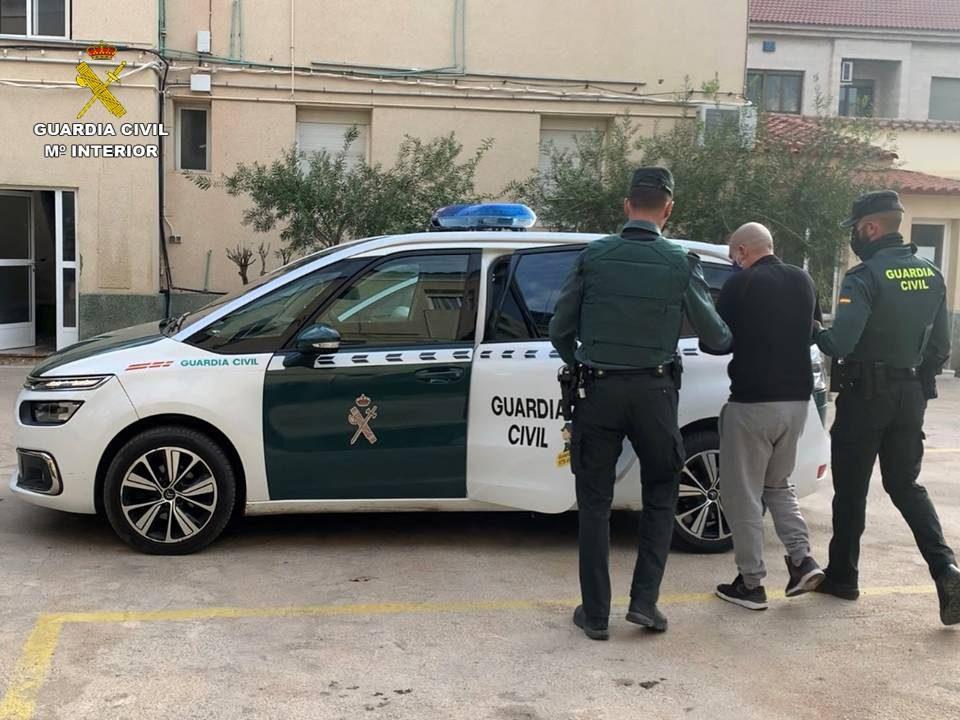 Detenido un hombre por intentar robar la recaudación de un estanco en Callosa 6