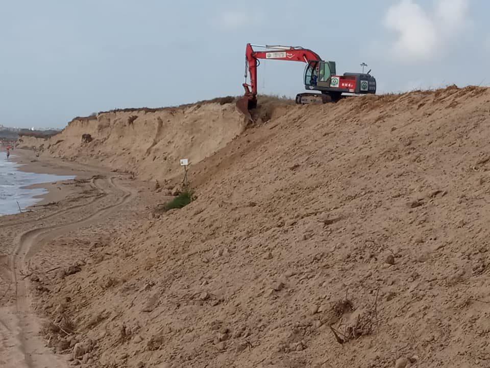 Comienzan los trabajos en la playa Vivers para evitar desprendimientos 6