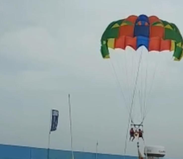 Dos turistas colisionan contra los barcos del puerto de Pilar de la Horadada mientras practicaban paravelismo 6