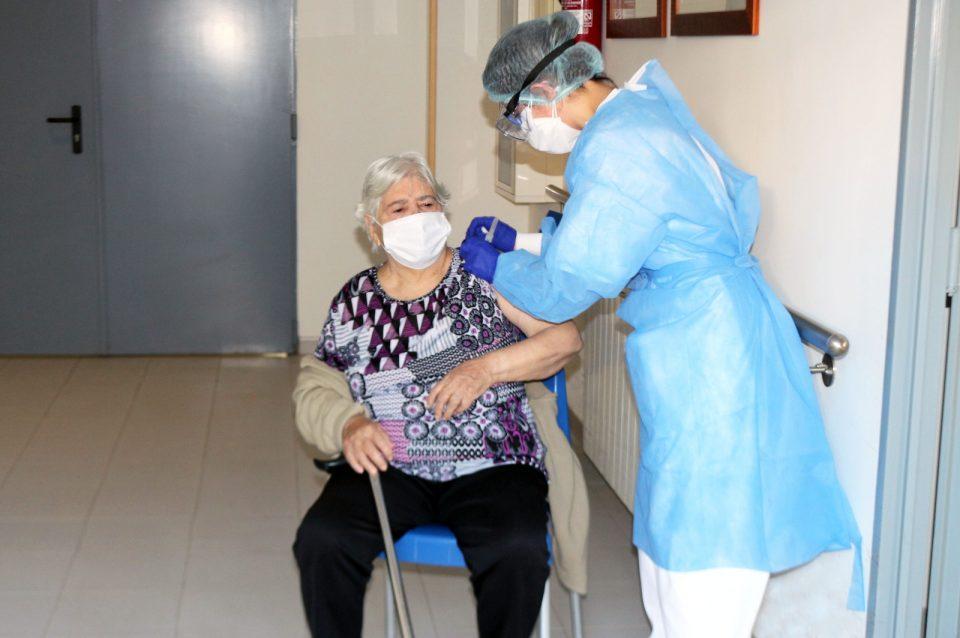 La Comunidad Valenciana comienza a inyectar la segunda dosis de la vacuna contra el coronavirus 6