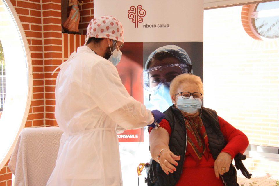 Isabel López, de 85 años, primera vacunada contra la COVID-19 en Torrevieja 6
