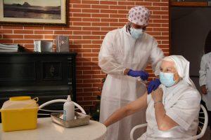 Isabel López, de 85 años, primera vacunada contra la COVID-19 en Torrevieja 7
