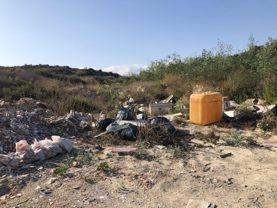 El PSOE de Orihuela denuncia la existencia de un vertedero ilegal en Hurchillo 6