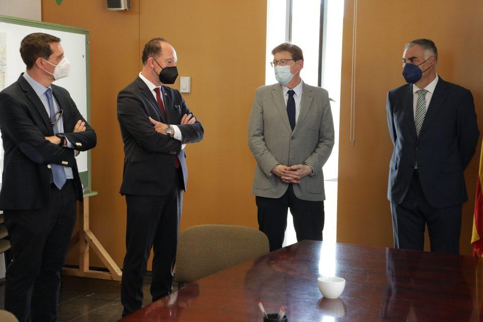 Ximo Puig visita la oficina Vega Renhace de Orihuela 6